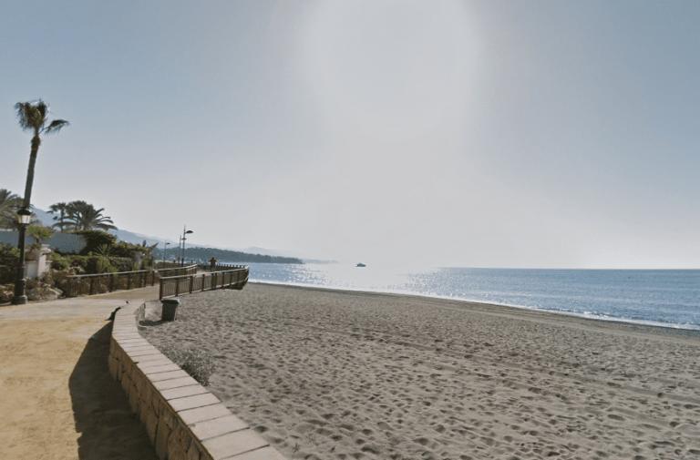 playa de puerto de banus de marbella